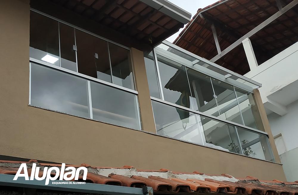 Fechamento de varanda com janelões